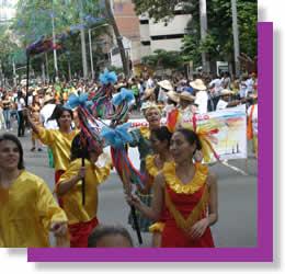 Desfile entre bullas y tambores